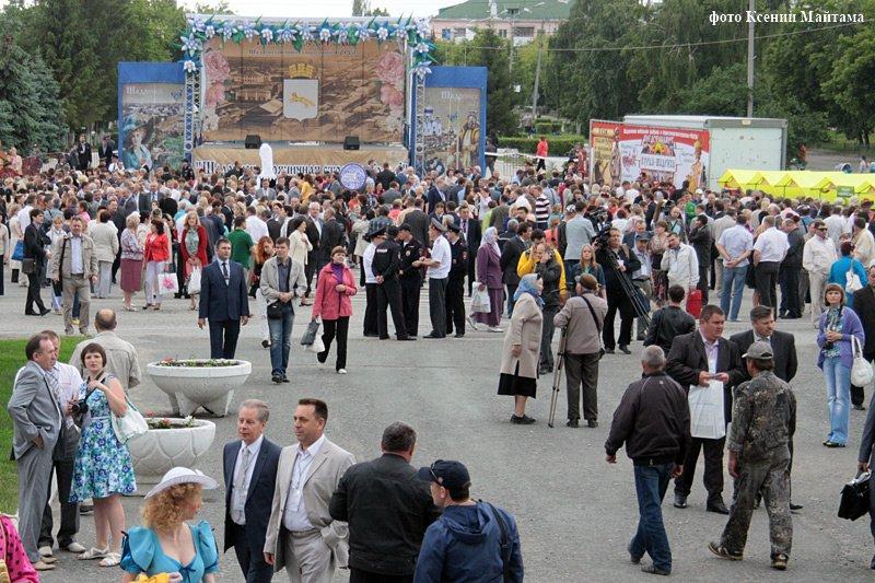 Два дня будут праздновать день рождения родного города жители Шадринска.