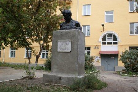 Памятник герою гражданской войны Д. Е. Пичугину