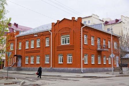 Двухэтажное кирпичное здание стиля «Модерн», ул.Горького, 84