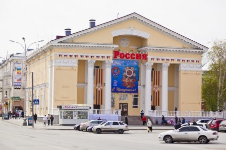 Здание кинотеатра «Россия», ул. Володарского, 75 Курган