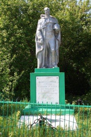 Памятник в Загайново Далматовского района.