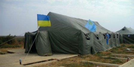 «Блокирующие» Крым разбили палаточный городок и готовятся к зиме
