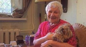 Помочь пожилому человеку - благородное дело
