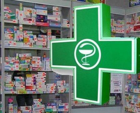 В городе  Шадринск Курганской области в тамбуре аптеки нашли труп