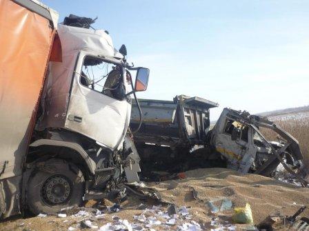 Три грузовых машины столкнулось в Курганской области