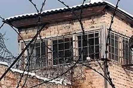 В Курганской области сотрудник УФСИН избивал заключенных
