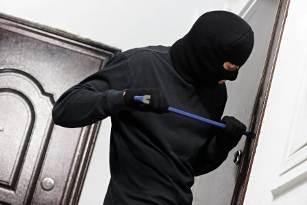 В Курганской области преступник обокрал сразу 2 квартиры