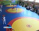 В Кургане в разгаре юношеское первенство Урала по борьбе самбо.