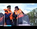 Губернатор Курганской области вместе с начальником регионального Главного управления МЧС и руководителем администрации города Кургана проехали по разлившемуся Тоболу и осмотрели последствия паводка.
