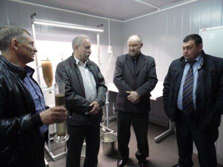 Депутат областной Думы Игорь Арзин посетил открывшийся в Петухово инкубационный цех по выращиванию личинки пеляди и сырка