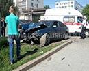 Вылетели на тротуар. В центре Кургана на перекрестке улиц Карла Маркса и Володарского столкнулись две иномарки.