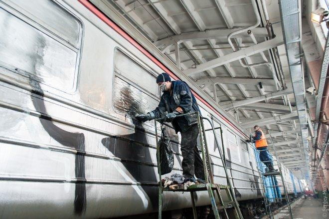 Вандалы устроили веселье в электричке в Курганской области, напугав всех пассажиров