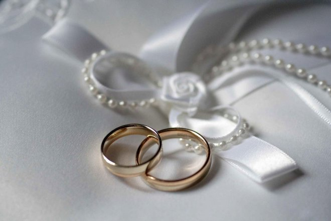 Жители Кургана начали отмечать серебряные свадьбы в ЗАГСе