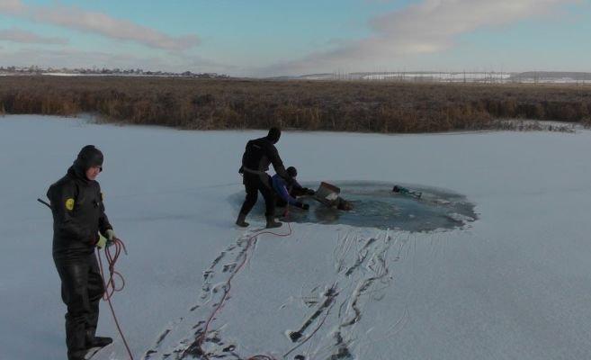 Двое рыбаков утонули на озере, тело одного из них до сих пор не найдено