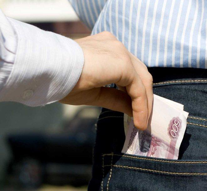 Зарплата сотрудников компании уходила в карман директору