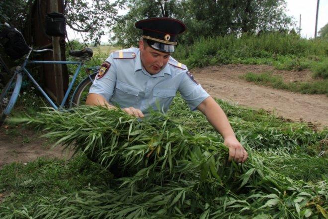Чтобы улучшить свою статистику, полицейский участвовал в организации преступлений