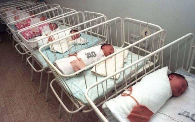 В России предлагается введение 10000 рублей за рождение первого ребенка
