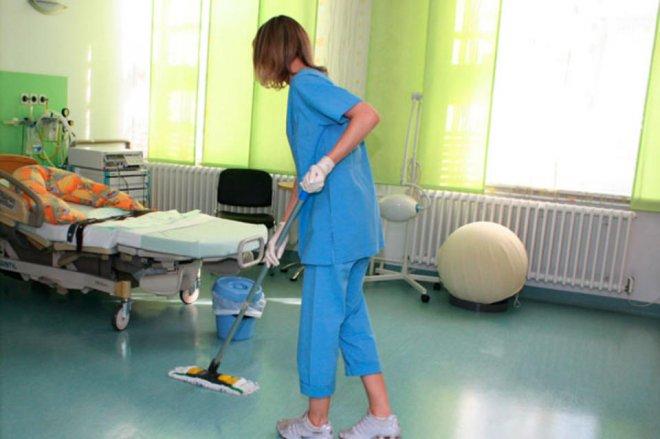 Санитарок в больницах Зауралья становится все меньше