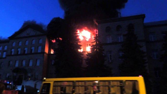 Почему корпус Курганского университета утопает в пожарных машинах?
