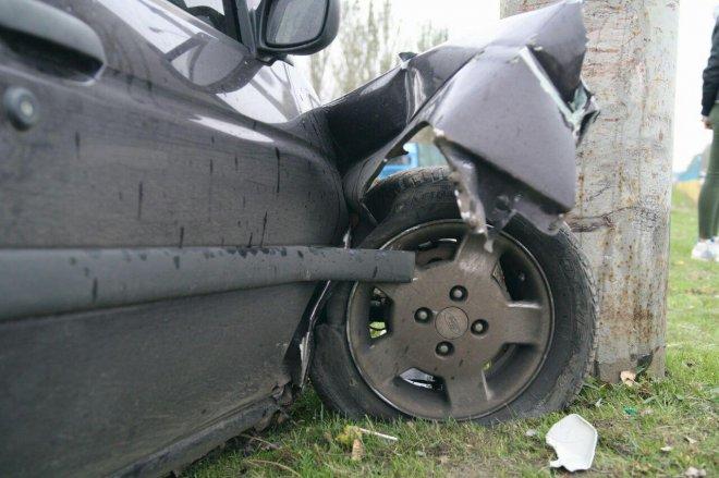 Новое происшествие в Кургане: иномарка столкнулась со столбом