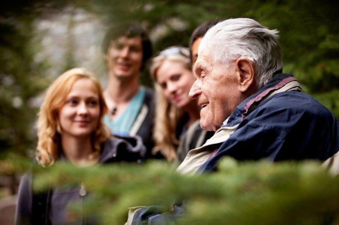 Как помочь пожилому человеку пережить потерю